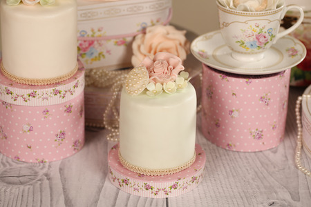 ombre cake: mini cakes with icing