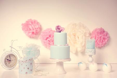 blau Kuchen auf einem ansprechenden Dekor