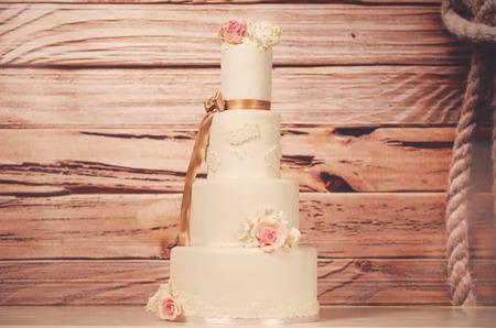 cake tier: 4 tier wedding cake
