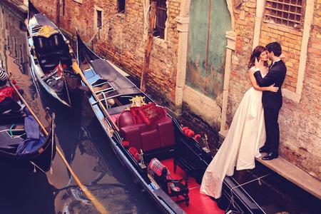 ヴェネツィアの新郎新婦 写真素材