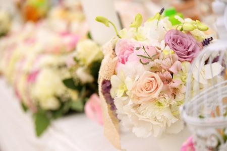 テーブルの上の花 写真素材