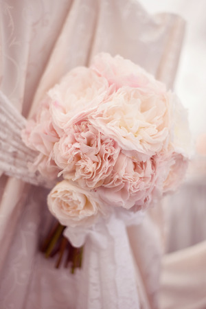 boda: Delicate peonies wedding bouquet