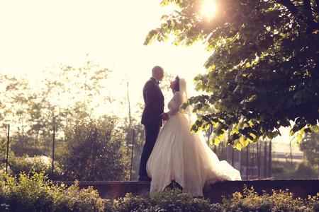 sulight: Bride and groom in sulight