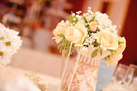 wedding table decor: Beautiful flower bouquet decoration on elegant table
