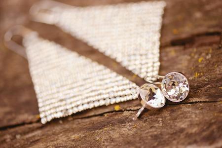 weddingrings: Beautiful crystal jewelry on wood decoration