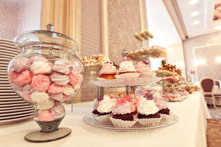 cakestand: Delicious candy bar