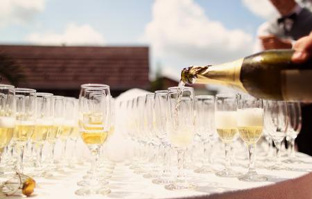 Veel glazen chamapgne op een trouwdag Stockfoto