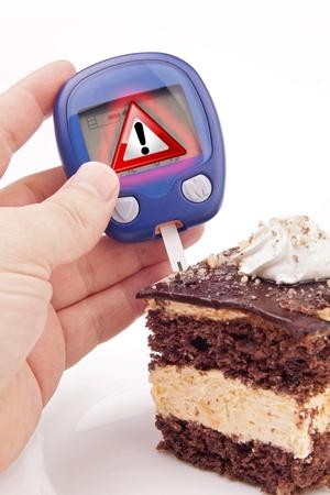 Prueba de azúcar en la sangre con Metafor Warning Sign ejecutado en el pedazo de pastel Foto de archivo