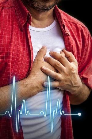 심장 마비 - - 가슴 통증을 가진 빨간 셔츠의 남자 하트 비트 라인 스톡 콘텐츠
