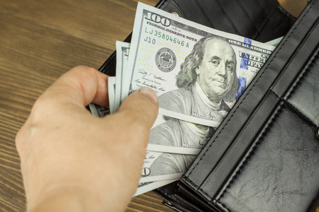 contando dinero: EE.UU. d�lares americanos. Wallet. Cuenta del dinero
