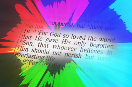 vangelo aperto: For God so loved the world that He gave His only begotten Son, that whoever believes in Him should not perish but have everlasting life. Bible text from John 3:16, the Bible. Visual effects to emphasize the message. Macro