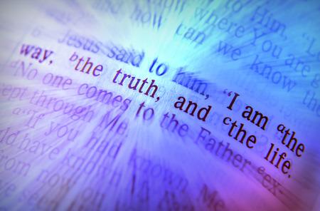 私は方法、真実および生命 14:6、聖書ヨハネの聖書テキスト。メッセージを強調する視覚効果。マクロ