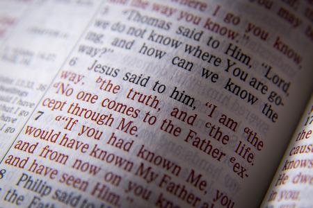 Je suis le chemin, la vérité, et la vie texte de la Bible de Jean 14: 6, la Bible. Les effets visuels pour souligner le message. Macro Banque d'images