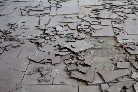 Old and broken asbestos floor tiles 스톡 콘텐츠
