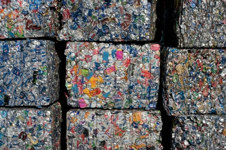A stack of cans baled for recycling in a US facility 에디토리얼