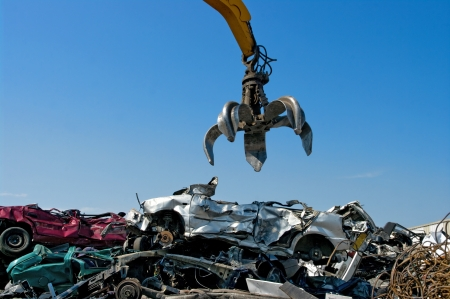 pile reuse engine: Crane picking up crushed cars