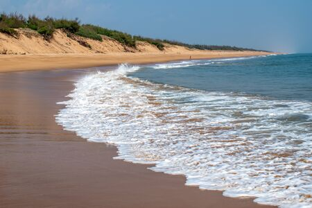 Blue ocean wave beach in the beautiful daylight view India 免版税图像