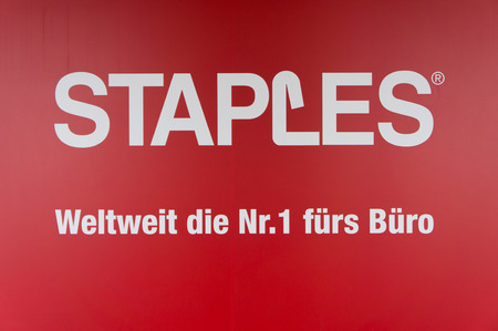 logo marketing: Close Up of Staples Sign with Company Slogan in German