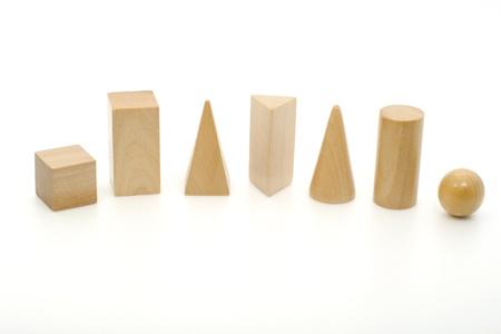 prisme: Solides g�om�triques - Cube, un prisme rectangulaire, Pyramide, prisme triangulaire, c�ne, cylindre, sph�re
