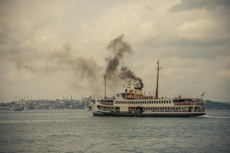 koy: Ferry is taking the passengers to the other side of the Bosphorus from Kadıkoy, Istanbul