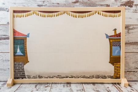 títere: Tradicional teatro de sombras turco, popularizado durante el período otomano