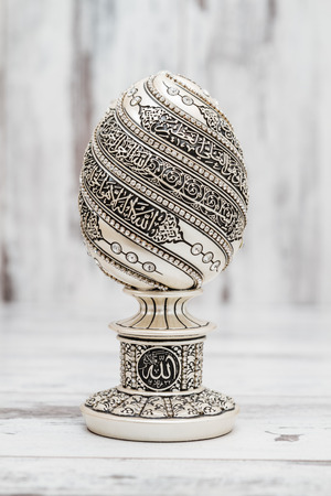 kuran: Silver Religious statuette with the names of Allah, the God written on them