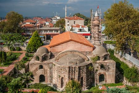 IZNIK, TURKEY - OCT 12, 2008: Restoration works of Iznik Orhangazi Mosque, historically Hagia Sophia Church in Nicaea Éditoriale