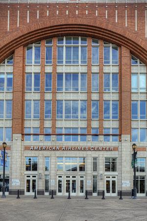 Een Verticaal van het American Airlines Center in Dallas Redactioneel