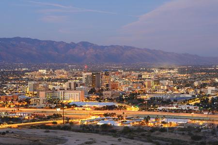 The Tucson, Arizona skyline at dusk 스톡 콘텐츠