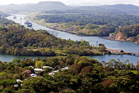 Large ships navigate the Panama canal Stockfoto