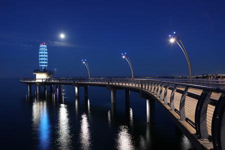 夜、カナダのバーリントンにブラント聖桟橋