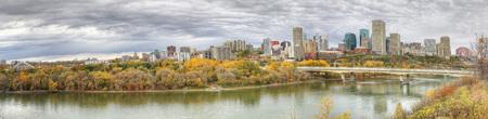 다채로운 아스펜과 함께 에드먼턴, 앨버타, 캐나다의 파노라마 스톡 콘텐츠 - 88493929