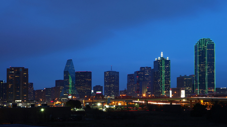 The skyline of Dallas, Texas at night 免版税图像