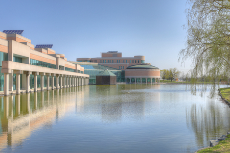 The City hall and reflecting pool in Markham, Canada 에디토리얼