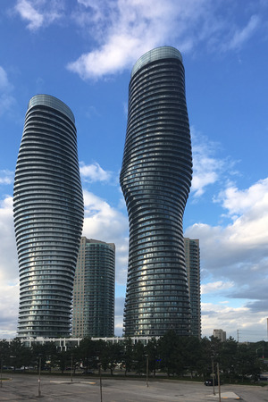 A Vertical of the Absolute World Condominiums, Mississauga, Canada 報道画像