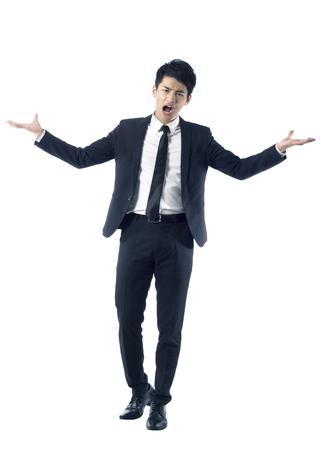 berros: Retrato de hombre de negocios joven se encogió de hombros con expresión furiosa