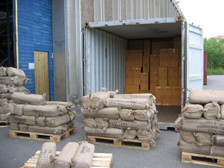 unloading: Unloading container outside a warehouse