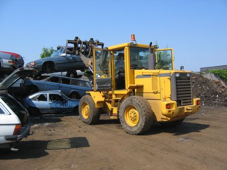 Truck lifting a car wreck photo