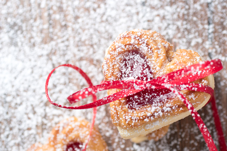 icing sugar: Valentine cookies with ribbon and icing sugar close up.