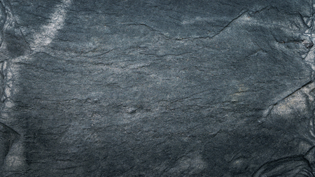 Dunkelgraue schwarze Schieferstruktur, Bodenfliese, Tapete oder Hintergrund. Raue Textur mit feinen Details.