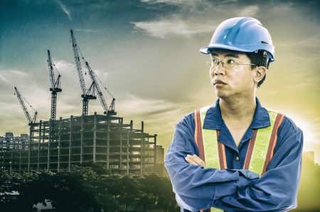 obrero: construction worker checking location site with crane on the background