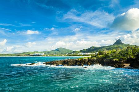 아름 다운 자연 풍경 해안 바위와 하늘에서 kenting