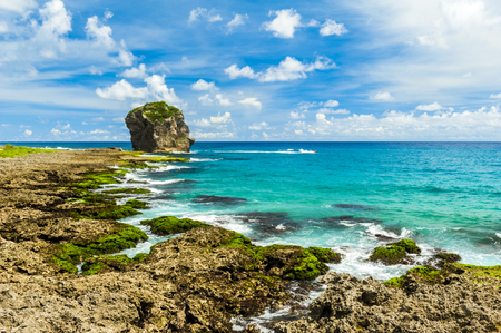 墾丁、台湾、太平洋沿いの岩の海岸 写真素材