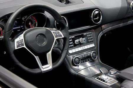 panel control: Moderno automóvil salpicadero  Foto de archivo