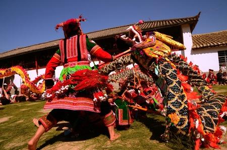 iuml: People playing dragon dances1