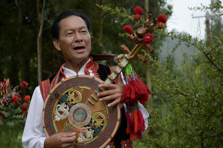 etnic: Yi etnic China performance Editorial