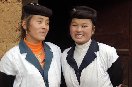 miao: Sisters of the Miao nationality, Kunming, China