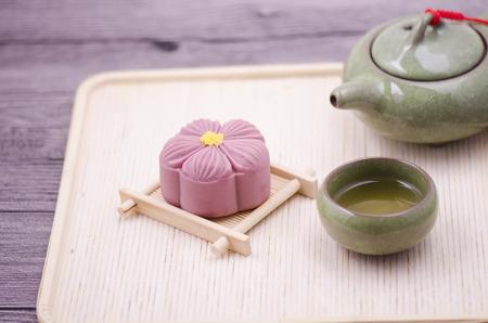 articles: Moon cake and tea set