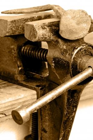 vise: Bench tornillo de banco con las u�as retorcidas Foto de archivo
