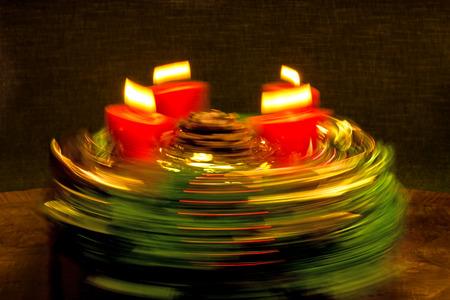 advent wreath: Corona de Adviento con la velocidad